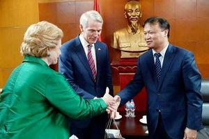 Thứ trưởng Đỗ Thắng Hải tiếp Đoàn Thượng nghị sỹ Hoa Kỳ làm việc tại Việt Nam