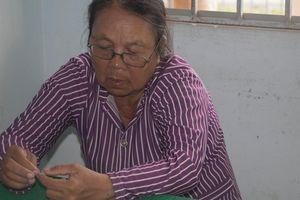 'Nữ quái' tuổi 73 'giăng bẫy' lừa 3 bà bán vé số