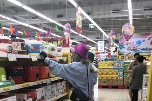 'Hotgirl' Bella bị bắt gặp tha lôi con nhỏ đến Nam Định
