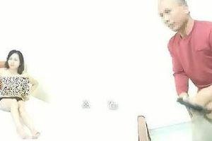Nữ giáo viên vào nhà nghỉ ôm đồng nghiệp 'cho đỡ rét' vẫn đến trường