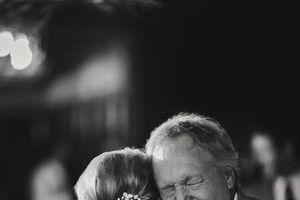 Ai ơi đừng lấy chồng xa, cha mẹ tuổi già biết người nào chăm?