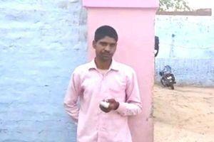 Nam thanh niên Ấn Độ tự chặt ngón tay vì bỏ phiếu nhầm
