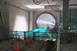 Hạ nước ngầm đột ngột gây lún nền tuyến metro số 1