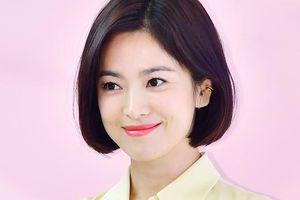 Song Hye Kyo xuất hiện tươi trẻ, không phát ngôn về tin ly hôn