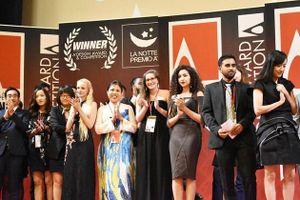Tranh hoa sen ở sân bay Nội Bài giành Huy chương Vàng Thiết kế quốc tế