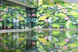 Họa sĩ Thu Thủy giành huy chương vàng thiết kế quốc tế với bức tranh hoa sen ở sân bay Nội Bài