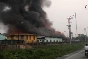 Hà Nội: Hỏa hoạn thiêu rụi 2 kho hàng công ty dược lúc rạng sáng