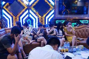 Hàng chục nam nữ bay lắc, mua bán dâm ở khách sạn và quán karaoke