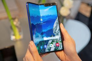 Nhiều màn hình nhưng thời lượng pin của Galaxy Fold khá ấn tượng