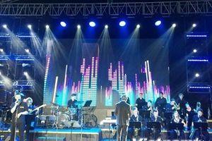 Vietnam Airlines Festa: Người dân thưởng thức nhạc Jazz xuống phố
