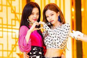 Jennie 'dằn mặt' Jisoo, không cho cô nàng chụp ảnh cùng fan ở concert BLACK PINK: Lý do sẽ khiến bạn ngỡ ngàng!