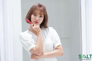 'Nữ thần tháng Tư' Park Shin Hye đẹp xuất sắc trong bộ váy trắng tinh khôi