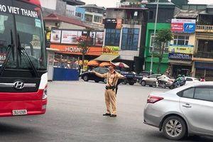 Những người đội cả 'chảo lửa' phân luồng giao thông ở Hà Nội