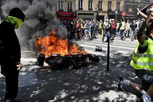Người Pháp quá quan tâm Nhà thờ Đức Bà, 'Áo Vàng' nổi giận