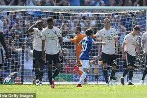 Thua tan nát Everton, MU rời xa Top 4 Premier League