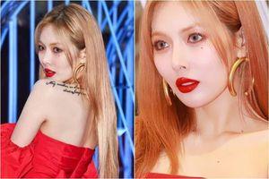 HyunA diện đầm đỏ sexy nhưng bị chê trang điểm đáng sợ