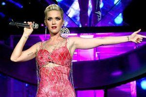 Katy Perry mặc áo lưới, nổi bật giữa dàn sao tuần qua