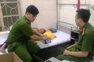 Thanh Hóa: Công an làm căn cước công dân cho bệnh nhân tại giường bệnh