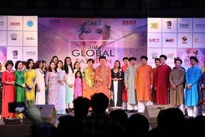 Áo dài Việt Nam khoe sắc tại Tuần lễ Thời trang toàn cầu ở Ấn Độ