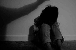 Tạm giữ thiếu niên 16 tuổi hiếp dâm 2 bé gái