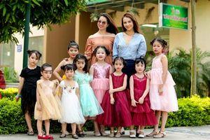 Hồng Quế và cô giáo showbiz nhí Đinh Hương dịu dàng tỏa sáng bên dàn mẫu siêu đáng yêu