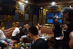 Quảng Bình: Đột nhập quán bar, bắt giữ gần 50 đối tượng mại dâm và ma túy