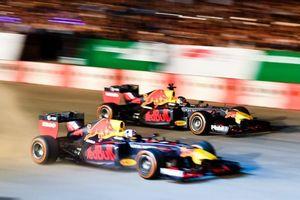 Chính thức khởi động giải đua F1 Việt Nam Grand Prix bằng màn drift mãn nhãn