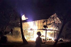 Bé gái 4 tuổi chết cháy trong đêm