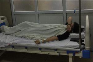 Hà Nội: nữ sinh 14 tuổi bị đánh đập và lột đồ giữa phố