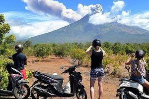 Indonesia: Hàng nghìn du khách có nguy cơ mắc kẹt vì núi lửa ở Bali phun trào