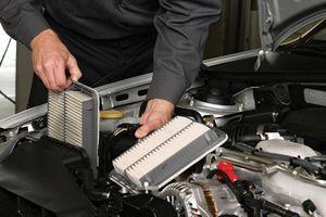 Khi nào tôi phải thay lọc gió động cơ ôtô?