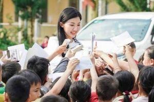 Nữ chính phim 'Những cô gái trong thành phố' khoe vẻ đẹp ngọt ngào