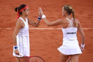 Fed Cup: Thắng nhờ 'bộ đôi xinh đẹp', Pháp vào chung kết, sẽ đấu với Australia