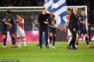 Thomas Tuchel ôm lấy Mbappe sau danh hiệu vô địch Ligue 1