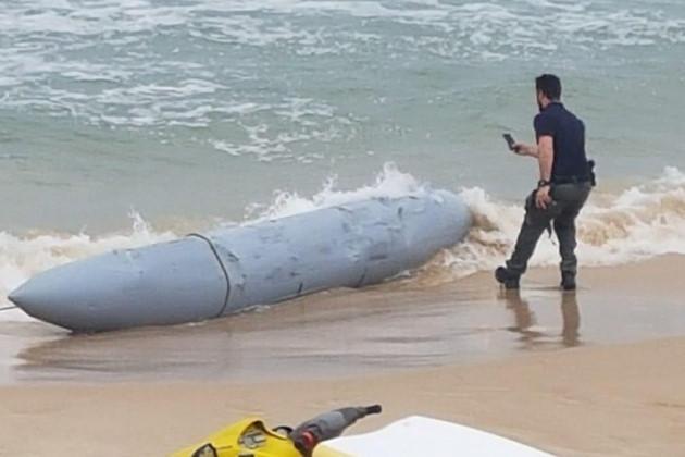 Bình nhiên liệu của máy bay chiến đấu Israel bị rơi trên bờ biển Địa Trung Hải