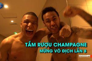 Neymar, Mbappe 'tắm' rượu champagne để ăn mừng chức vô địch