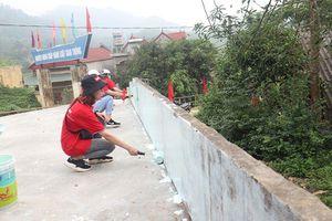 Thắp sáng đường quê tại Yên Bái