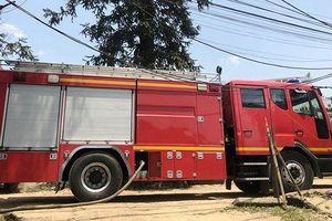 Dùng xe chữa cháy vận chuyển nước phục vụ khám bệnh ở Bệnh viện Sa Pa