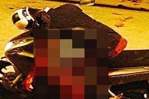 Người đàn ông bị đâm gục chết trên xe máy