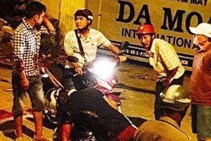 TP.HCM: Va chạm trên đường, 1 người bị đâm chết gục trên xe máy