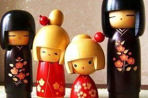 Clip: Quá trình làm búp bê gỗ Kokeshi hút hồn của nghệ nhân Nhật