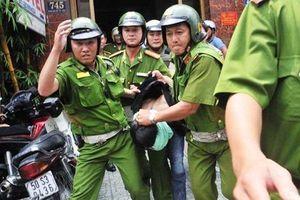 Khoảnh khắc thoát khỏi lưỡi dao kề cổ của lái xe Công an tỉnh Thanh Hóa