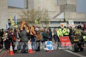 Người biểu tình hối thúc chính phủ Anh đối thoại