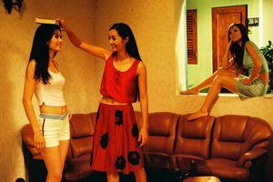 Đạo diễn Vũ Ngọc Đãng hoài niệm 'Những cô gái chân dài', Anh Thư xúc động khi ngắm lại hình ảnh 15 năm trước