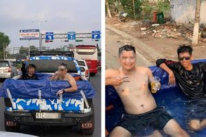 Nắng nóng đỉnh điểm, 2 thanh niên biến thùng xe tải thành bể bơi