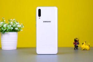 Samsung giới thiệu Galaxy A70 tại Việt Nam, màn hình lớn, 3 camera, giá bán 9,29 triệu đồng