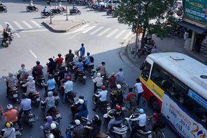 Nắng nóng đến độ chảy bút sáp màu ở Việt Nam lên báo Mỹ