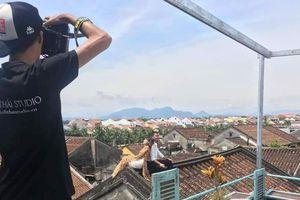 Lên mái ngói nhà cổ chụp hình là vi phạm Luật Di sản