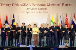 Hội nghị hẹp Bộ trưởng kinh tế ASEAN lần thứ 25 tại Thái Lan