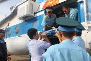 Điều máy bay cấp cứu ngư dân tại vùng biển Trường Sa